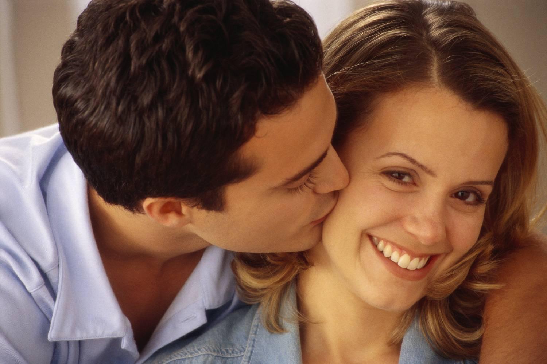 Поцелуй в щечку картинки